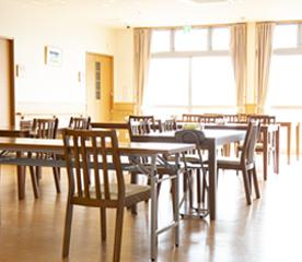 建物は木のぬくもりを活かした木造の小規模多機能型居宅介護 寿楽苑